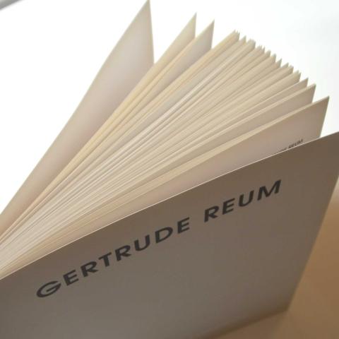 Gertrude Reum - Zellstoffreliefs, Lackbilder, Metallarbeiten